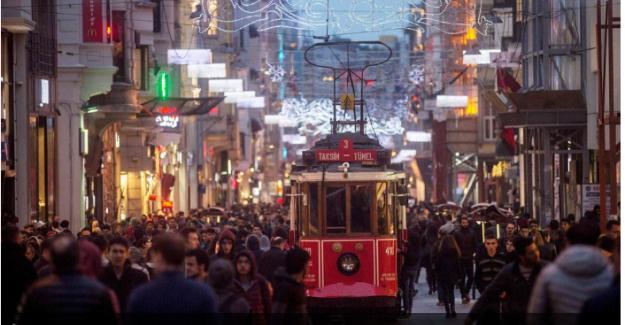 """Türkiye'de işsizlik: """"Ailelerin geçim mücadelesi zorlaşıyor"""""""