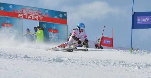 Uludağ'daki heyecanlı 'Kayak Yarışları'na Erzurum damgası