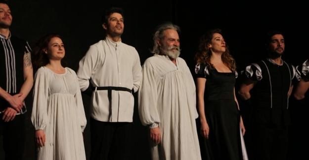 """7. Nilüfer Tiyatro Festivali'nde Alkışlar Haluk Bilginer'li """"Kral Lear""""a.."""