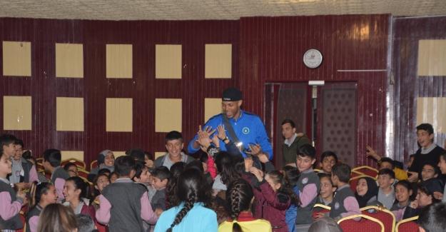 Efeler, Karacabey'de öğrencilerle buluştu