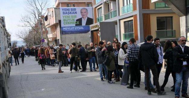 İstanbul'da Kızılordu Korosu kuyruğu