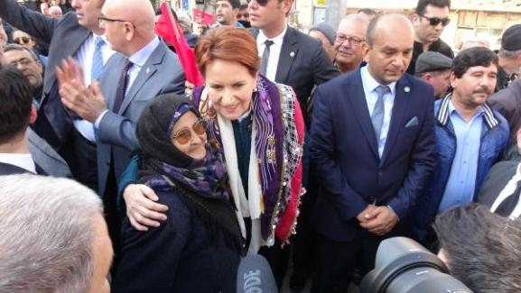 """Meral Akşener: """"Şehidin babasına 'ben terörist miyim' diye gözyaşı döktürdünüz"""""""