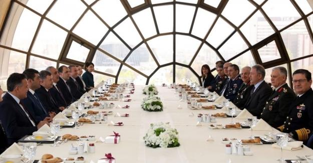 Akar'dan 'yeni askerlik sistemi' açıklaması