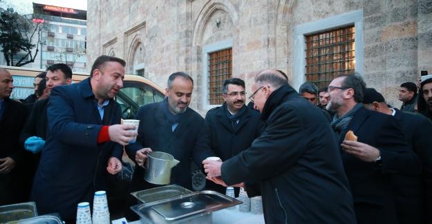 """Başkan Alinur Aktaş: """"Bursa'yı hizmetlerle bezemek istiyoruz"""""""