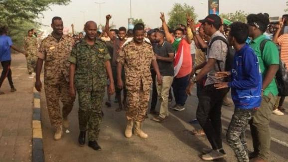 Sudan'da darbe: Ordu yönetime el koydu, Devlet Başkanı Ömer el Beşir'i tutukladı