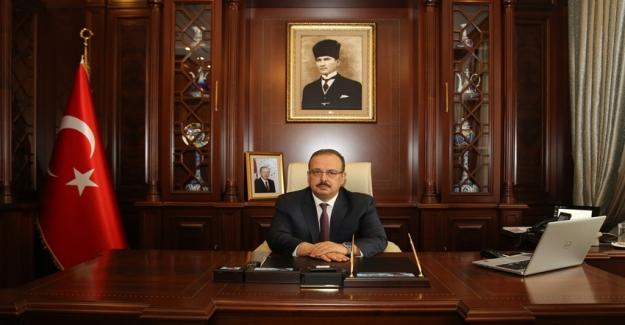 """Vali Yakup Canbolat: """"23 Nisan Ulusal Egemenlik ve Çocuk Bayramının 99. yıldönümü kutlu olsun"""""""