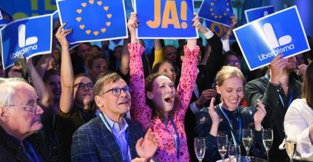Avrupa Parlamentosu seçimlerinde sağ popülistler ve Yeşiller oylarını artırdı