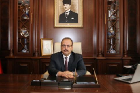 """Bursa Valisi Canbolat: """"1 Mayıs en yüce değer olan emeğin, alın terinin, üreterek çalışma gücünün bayramıdır"""""""