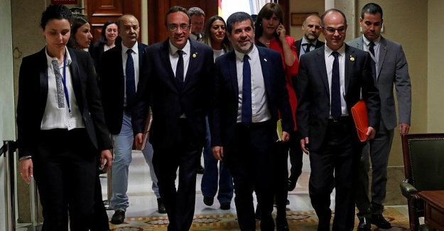 İspanya'da cezaevindeki Katalan siyasetçiler, milletvekili mazbatalarını aldı