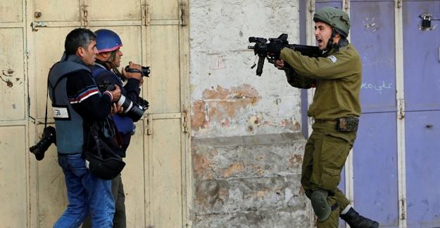 İsrail, Batı Şeria'da gazetecileri gözaltına aldı: Aralarında AA kameramanı da var