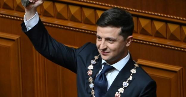 Ukrayna'da komedyen Başkan yemin etti, meclis için seçim istedi