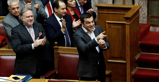 """Yunanistan'da """"SYRIZA"""" hükümetine bir kez daha güvenoyu"""