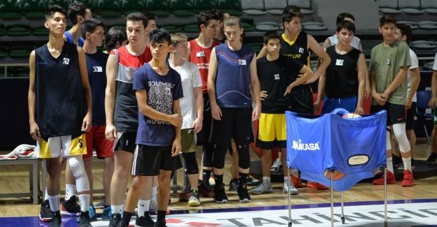Basketbol seçmelerine yoğun katılım