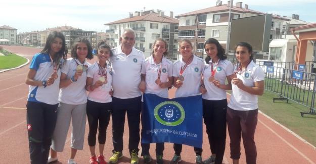 Bursa Büyükşehir'in atletizm takımı madalyalara abone
