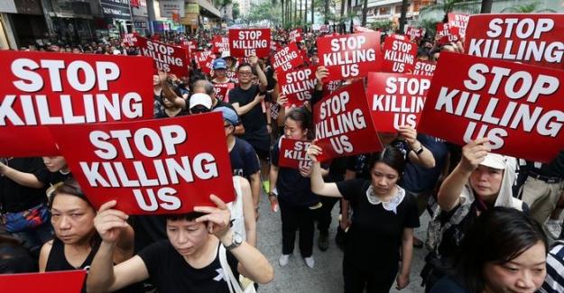 """Hong Kong'da protestolar sürüyor; """"Ülke Lideri Carrie Lam halktan özür diledi"""""""