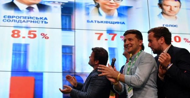 Ukrayna'daki erken genel seçim: Zelenskiy'in partisi birinci oldu