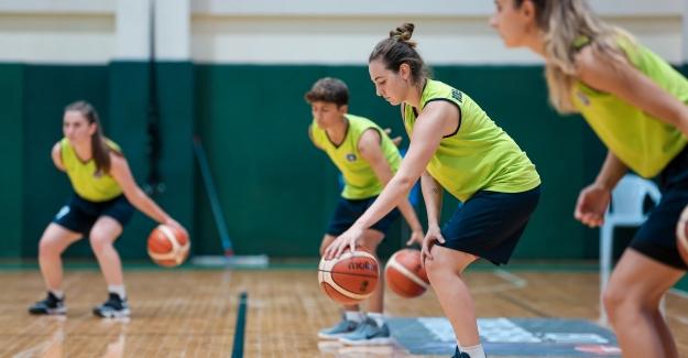 Büyükşehir Kadın Basketbol Takımı sezonu açtı