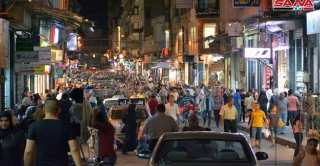 Suriye şehirlerinde çarşılar bayram münasebetiyle oldukça hareketli