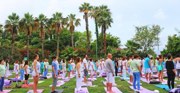 """Uluslararası Farkındalık Festivali """"Değişime Kalbini Aç"""" sloganıyla Abant'ta"""