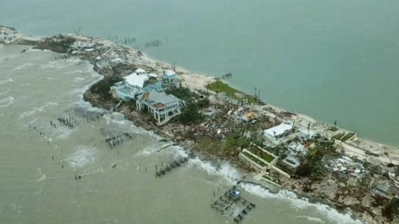 Bahamaları vuran Dorian Kasırgası yıkarak ve öldürerek ilerliyor!