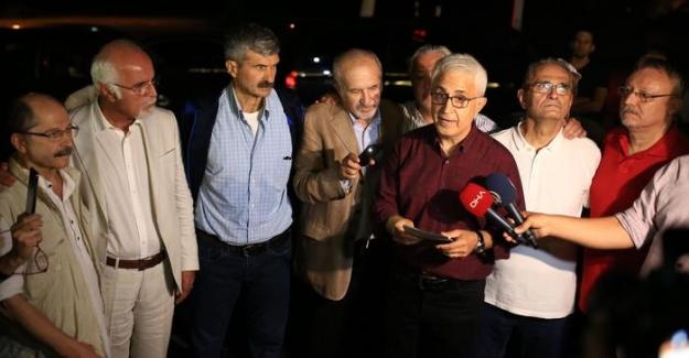 Cumhuriyet 5 eski çalışanı: Biz tahliye olduk ama hukuksuzluk sürüyor