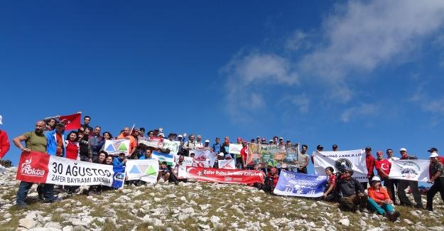 Bursalı Doğaseverlerden Uludağ'da 'Zafer' zirvesi