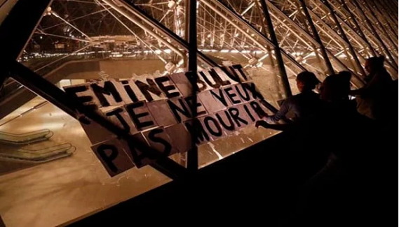 Emine Bulut'un Adını Louvre Müzesi Piramidine Yazdılar