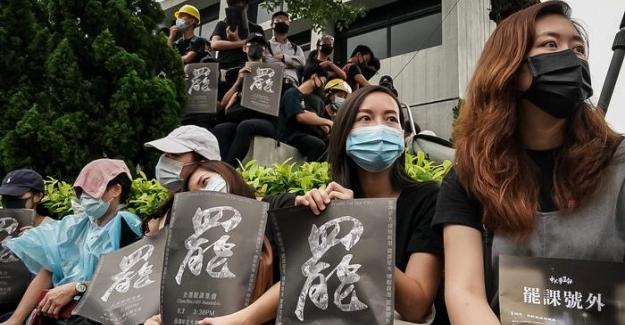 Hong Kong'ta protestolara yol açan tasarı geri çekildi
