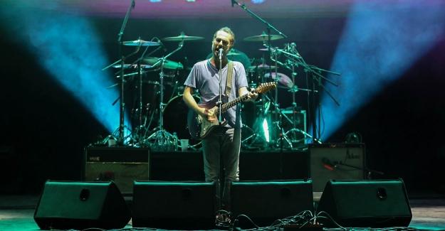 Mor ve Ötesi ile Ceza Nilüfer Müzik Festivali'nde coşturdu