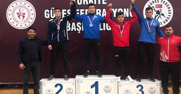 Güreşçilerimizden Bursa'ya iki madalya
