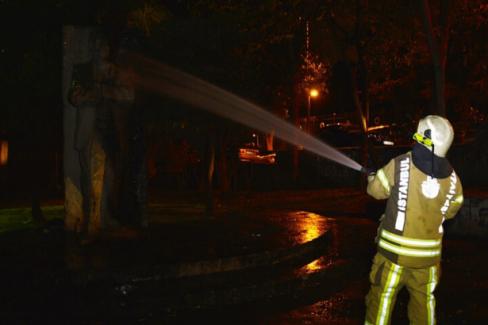 Melih Cevdet Anday'ın heykeli yandı
