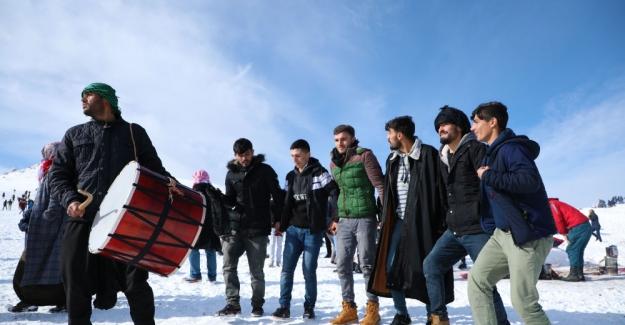 Güneydoğu'da bir ilk; Siverek / Karacadağ'da davul-zurnalı kayak sezonu açılışı