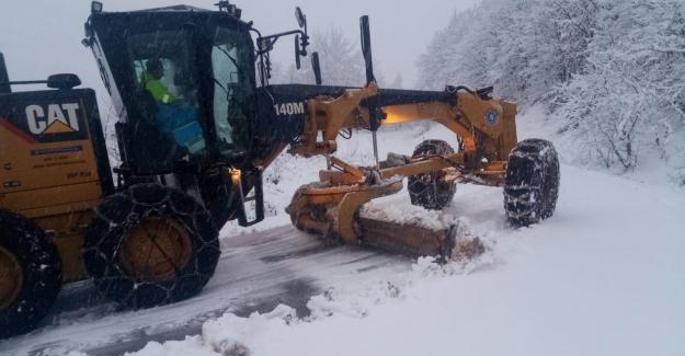 Uludağ yamaçlarında karla kesintisiz mücadele