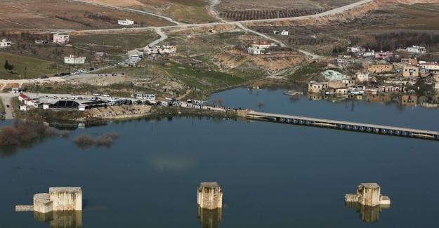 Antik kent Hasankeyf'te evler, köprüler, yollar sular altında