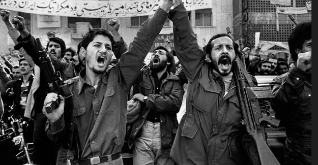 """İran İslam Devrimini kutladı: """"""""ABD'ye ölüm İsrail'e ölüm!"""""""