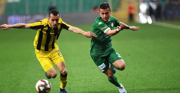 Bursaspor, konuk ettiği İstanbulspor'la 1- 1 berabere kaldı