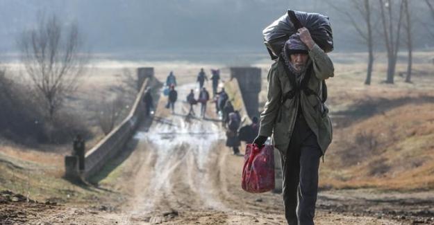 """Göçmen olmak: """"Taş atmayın, biz zaten savaştan yorulduk.."""""""