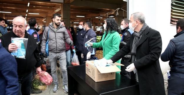 Nilüfer'de halka hijyen paketi dağıtılıyor