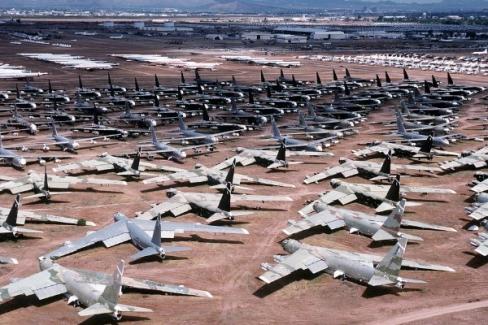 Binlerce uçak çöllere park edildi