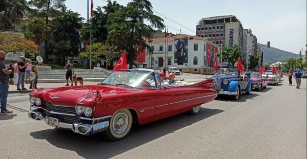 Bursa'nın Klasik Araçlarla 19 Mayıs Kutlaması