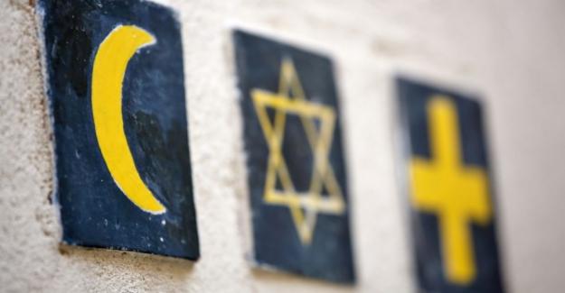 """İspanya'da İlginç Buluşma: """"Korona'ya karşı üç ayrı dinin mensupları bir arada dua etti"""""""