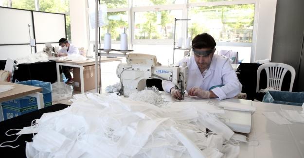 Nilüfer'de işitme engelliler ve  çocuklara özel maske üretiliyor