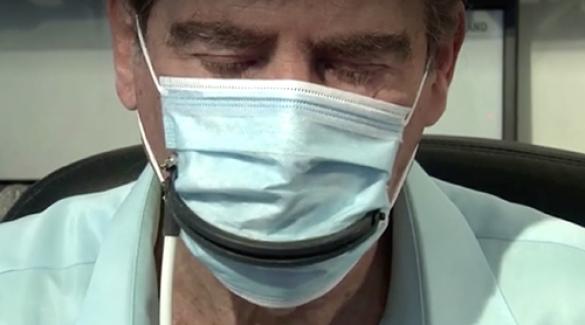 Yemek yemeye izin veren uzaktan kumandalı maske