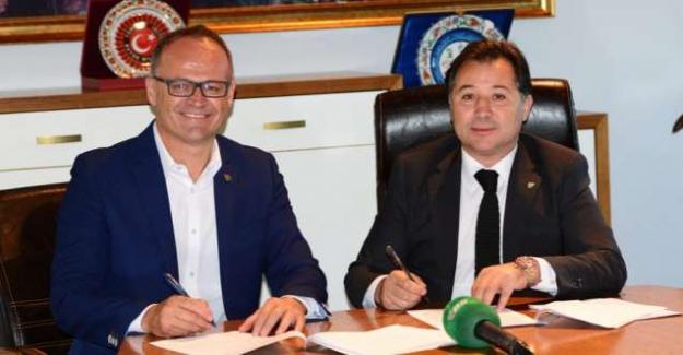 Bursaspor Kulübü, Teknik Direktör İrfan Buz ile sözleşme imzaladı