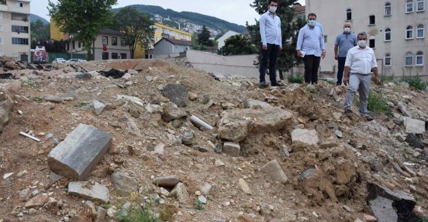 """Karaca: """"Bursa'da yıkılan okullar ne zaman yeniden yapılacak?"""""""