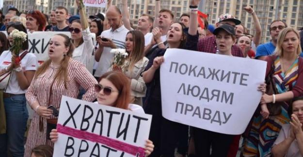 Belarus'ta protestolar: Binlerce eylemci devlet televizyonu önünde toplandı