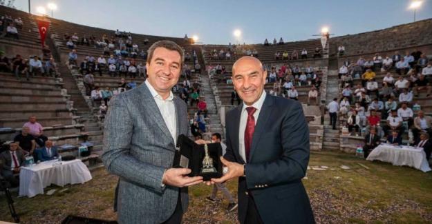 Belediye Meclisi 2 Bin 400 Yıllık Asklepion Antik Tiyatrosu'nda toplandı