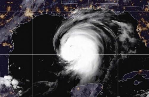 Meksika Körfezi'nde etkili olan Laura Kasırgası, Texas ile Louisiana'yı kötü vuracak
