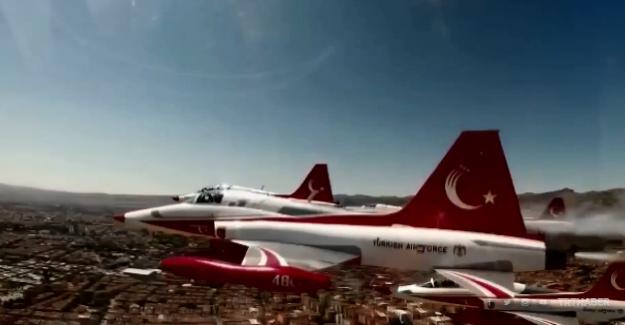 Türk Yıldızları 30 Ağustos kutlamalarına Afyonkarahisar'dan başladılar