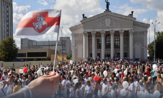 Belarus'ta Protestolar Cumhurbaşkanlığı Sarayı Önüne Taşındı